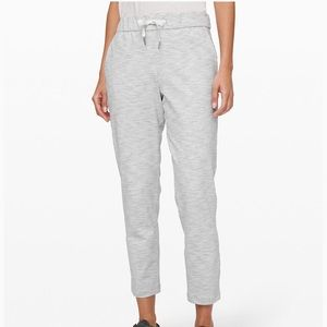 Lululemon on the fly 7/8 pant in size 0